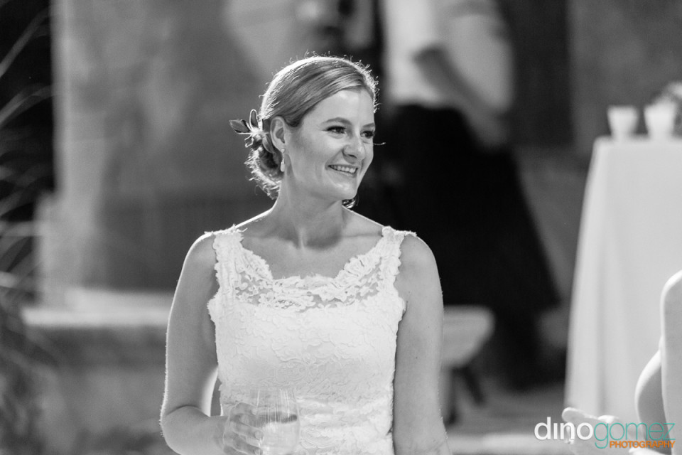 Effortless black and white portrait on the bride on her wedding day