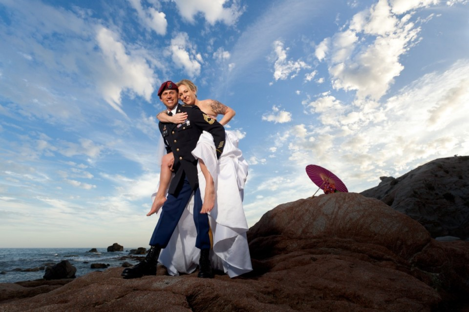 Beautiful bride and groom spend a moment toegther during their wedding in Mexico