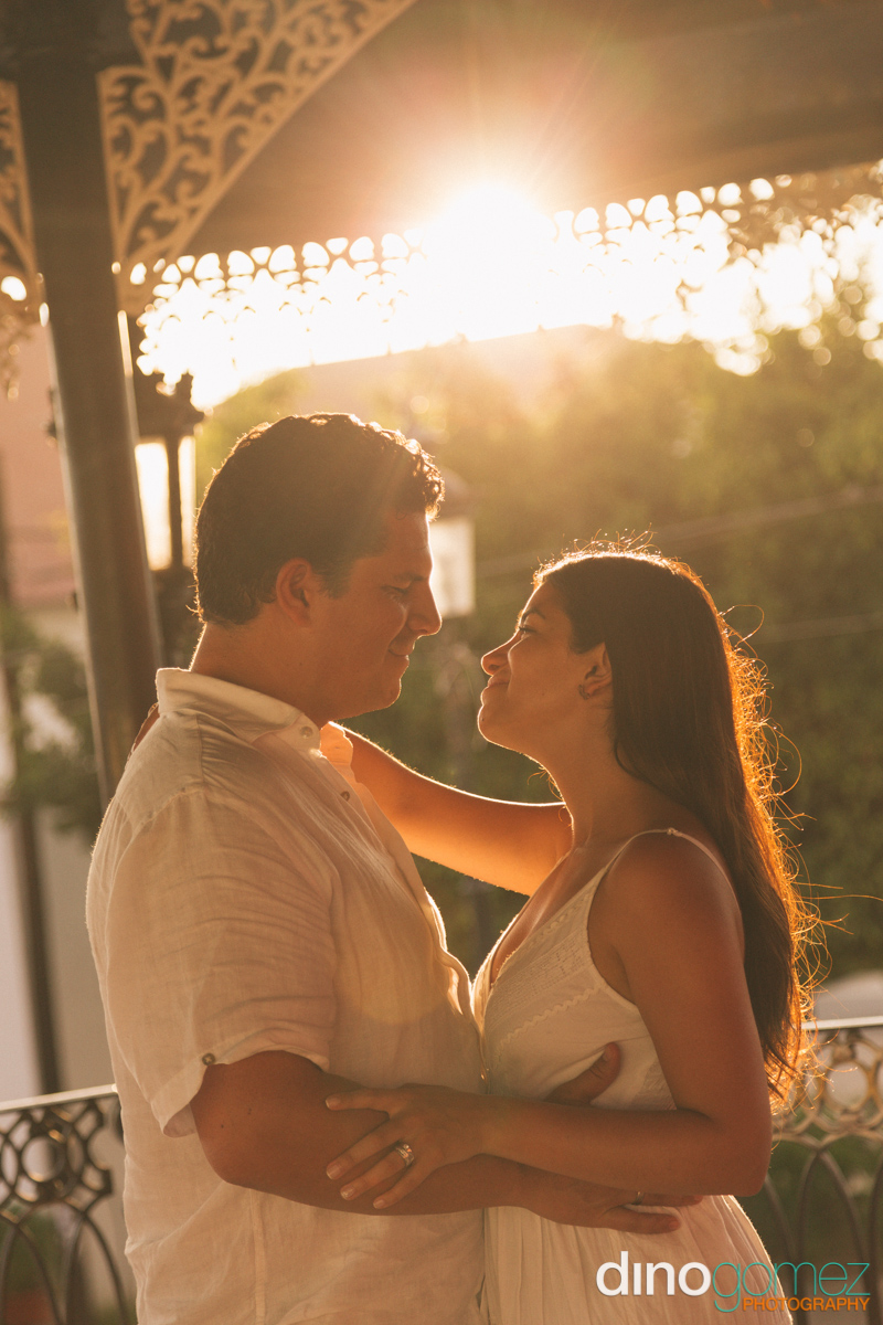 Beautiful and romantic moment between a husband and wife in Cancun