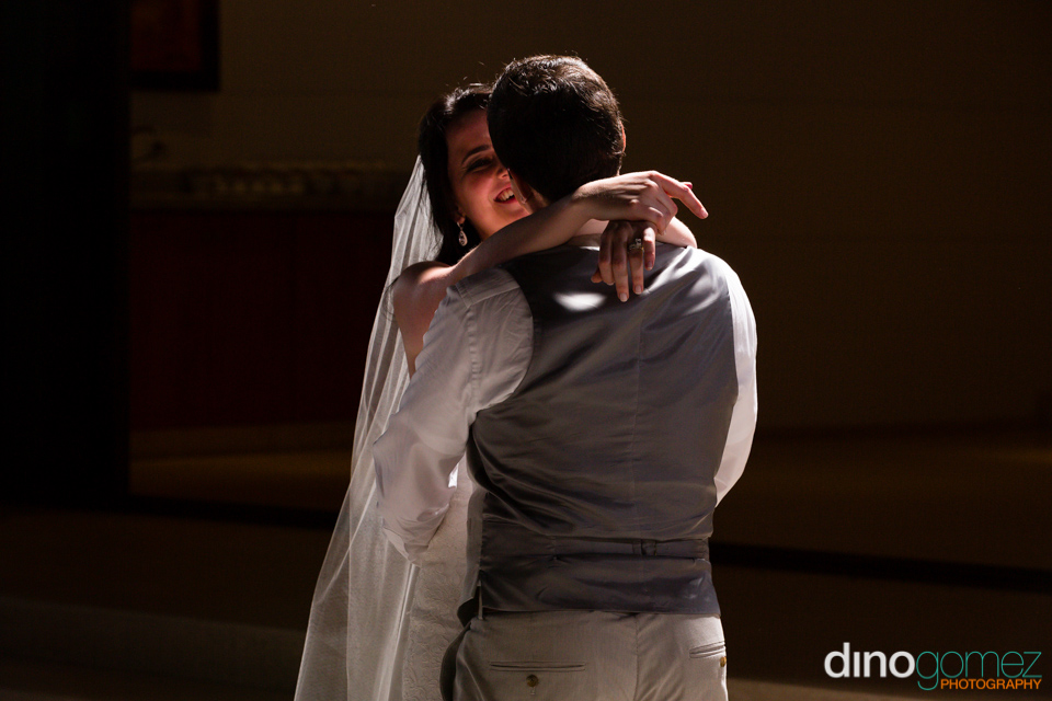 Bride And Groom First Dance In Los Cabos By Wedding Photographer Dino Gomez