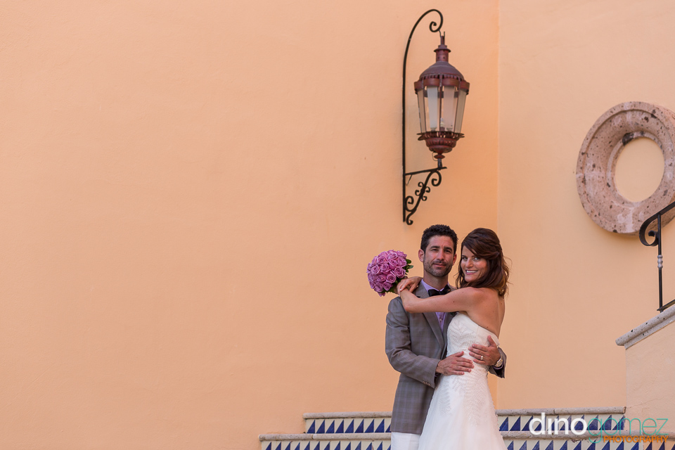 A Snap Of The Beautiful Bride And Groom Hugging Captured By Photographer In Cancun Dino Gomez