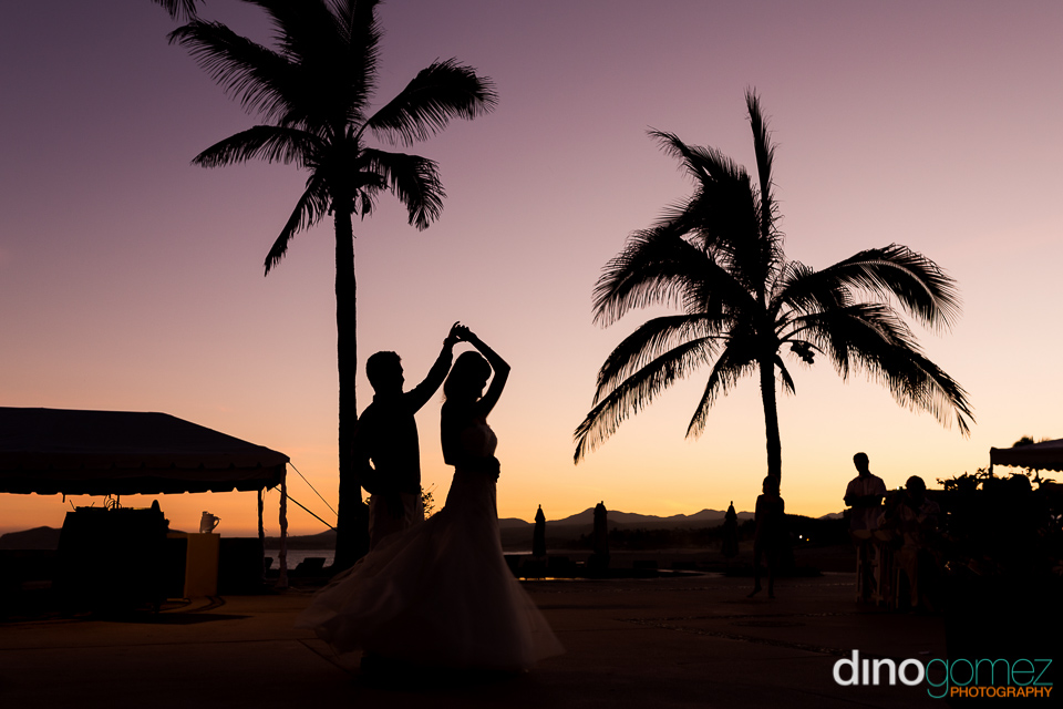 Bride And Groom Dancing Silhouette At Sunset By Destination Wedding Photographer In Cabo Dino Gomez