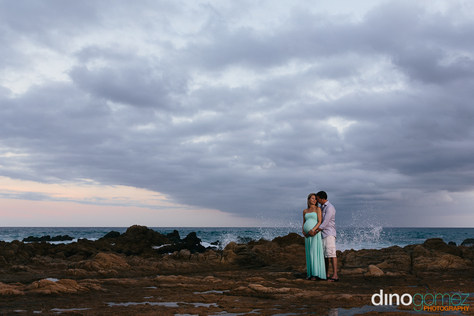 Maternity photo session in Los Cabos Mexico with photographer Dino Gomez