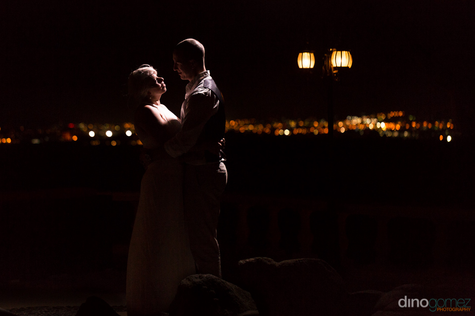 Newlyweds night embrace by wedding photographer in Cabo Dino Gomez