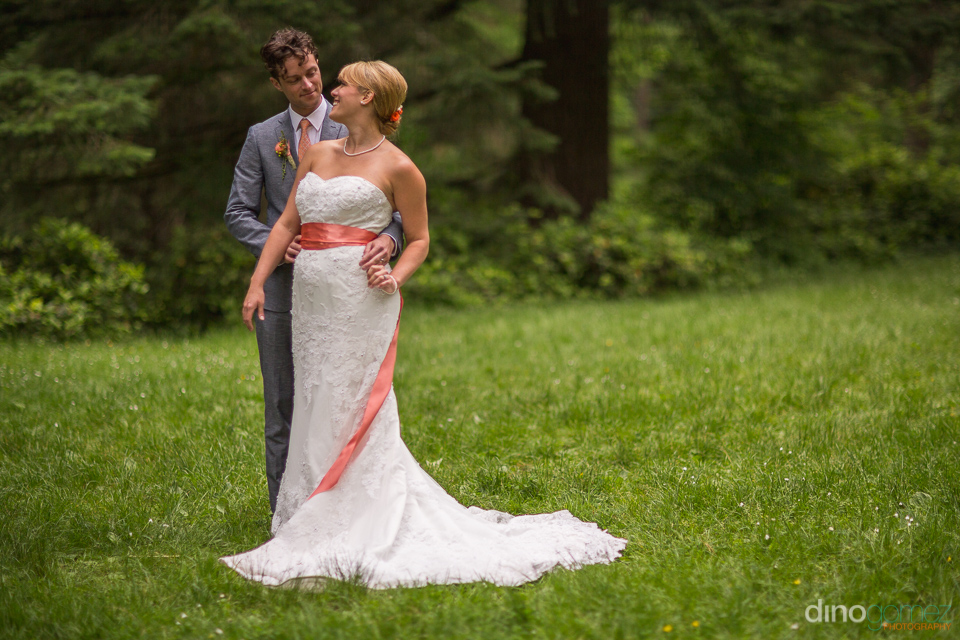 gorgeous photo of bride and groom at the hoyt arboretum portland