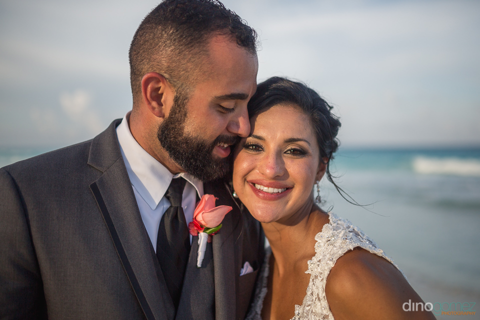 beutiful portrait of bride and groom on the beach in cancun