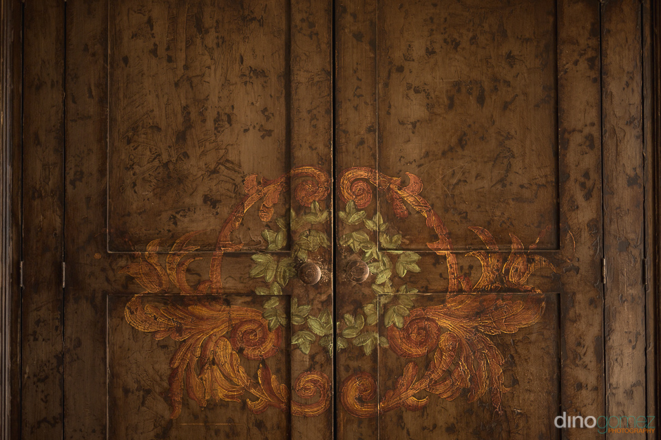 wood door texture - Wedding Photographer in Mexico