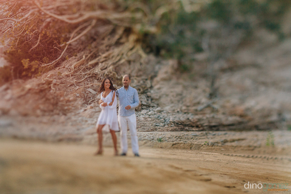 freelensing photo of a couple dancing on a dirt road in Cabo for