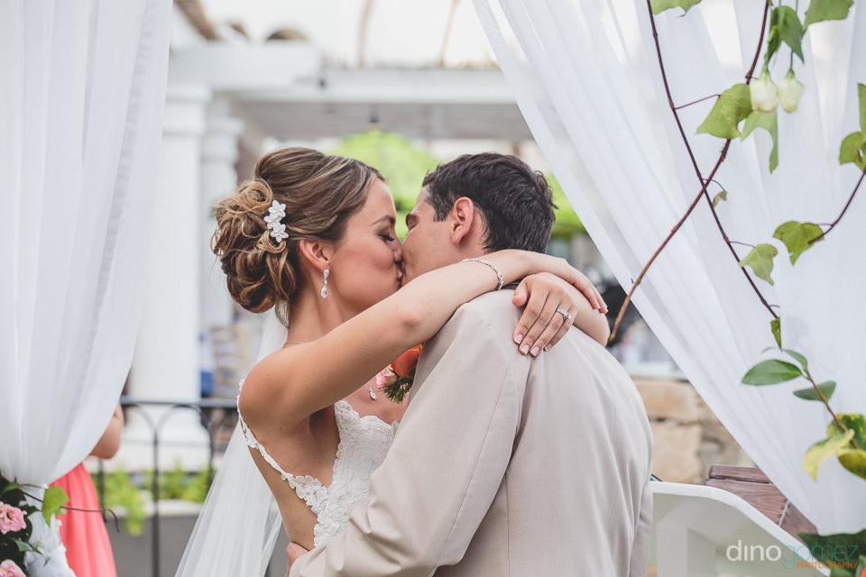 Pronounced husband and wife kiss