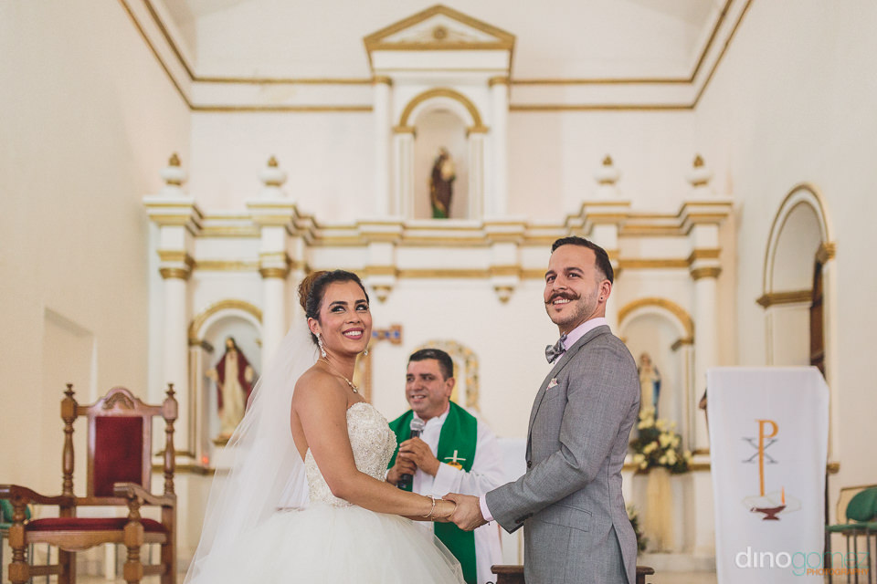 destination wedding photographer dino gomez cabo church wedding