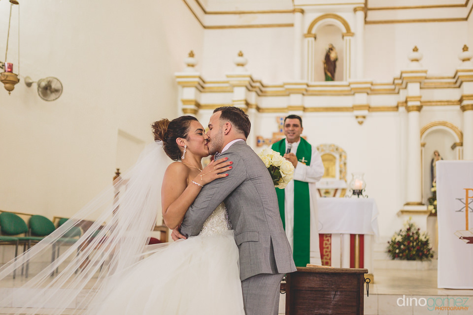 cabo wedding minister pronounces them husband and wife