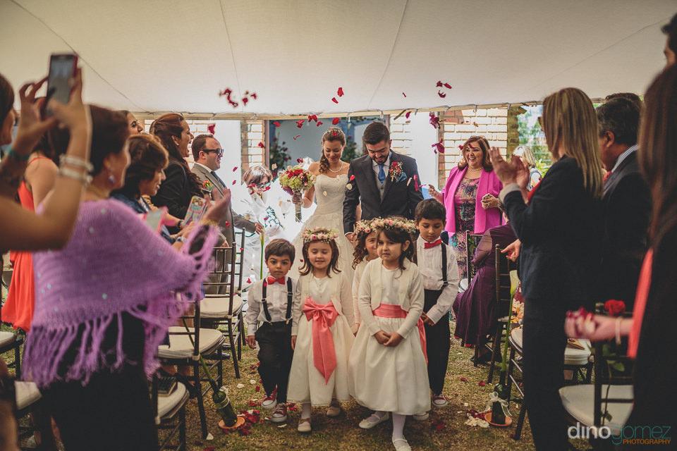 flora farm wedding photographer dino gomez photo of bride and gr