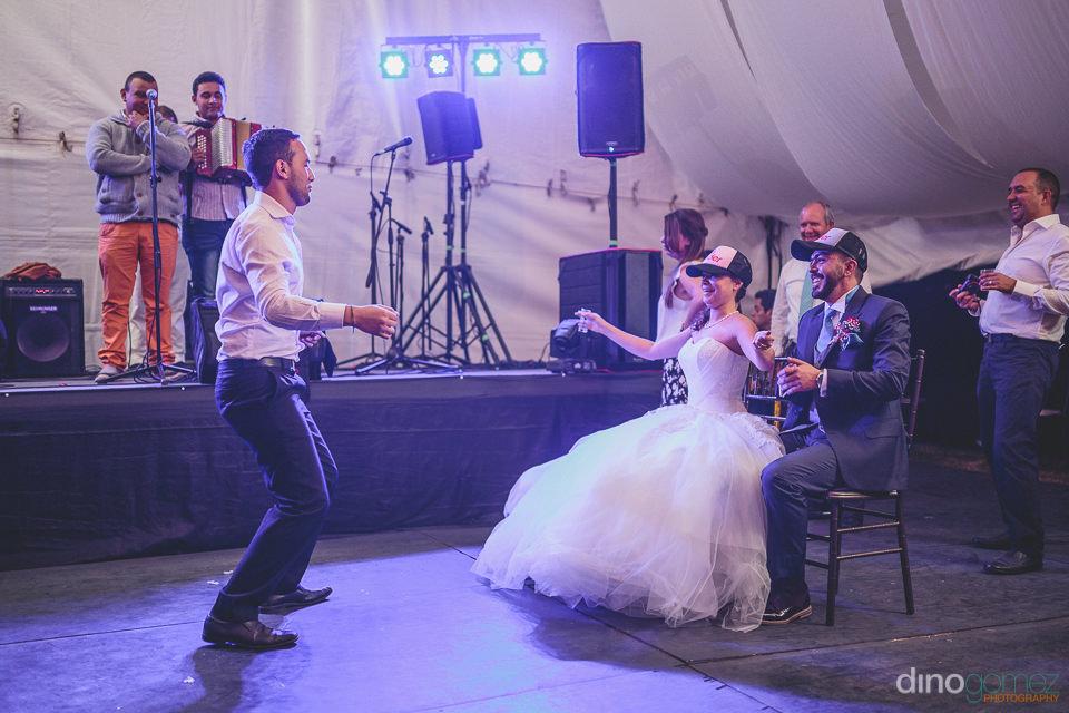 dino gomez bogota photographer wedding guest dances for bride an