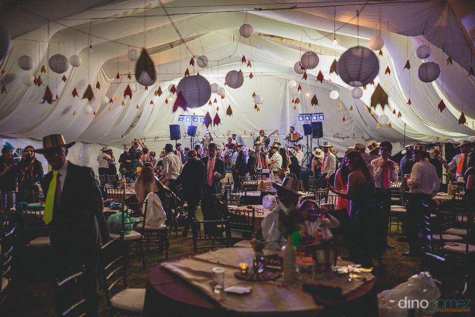 una gran fiesta despues de la boda en america latina