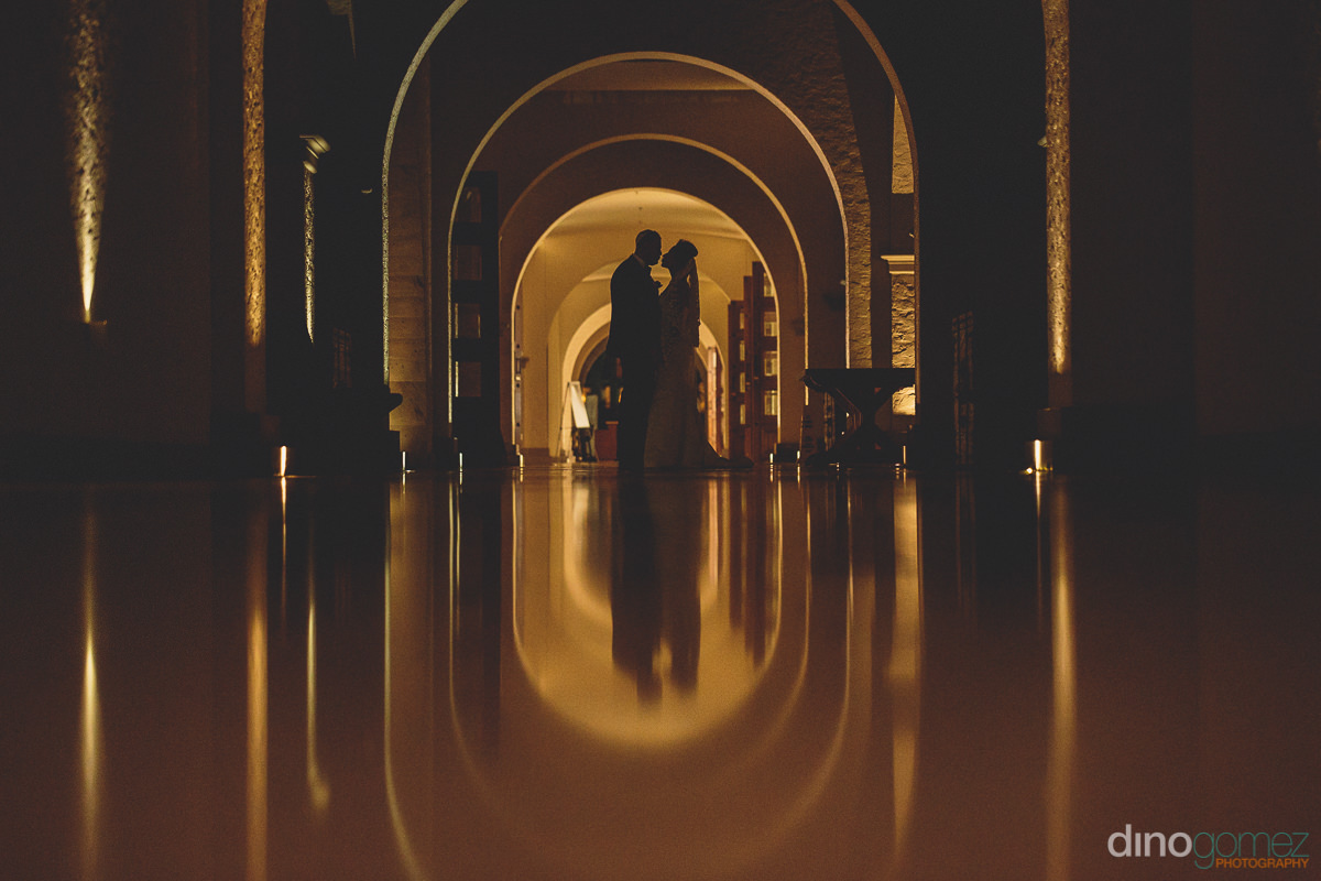 bride and groom silhouette photo in mexico by dino gomez