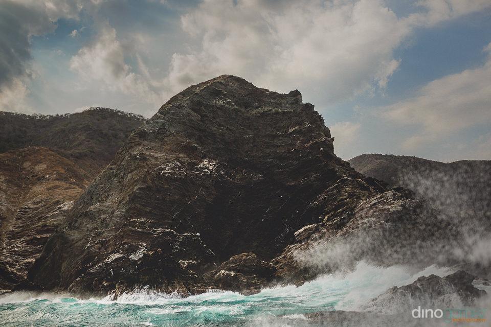 parque tayrona colombia rocky coastline