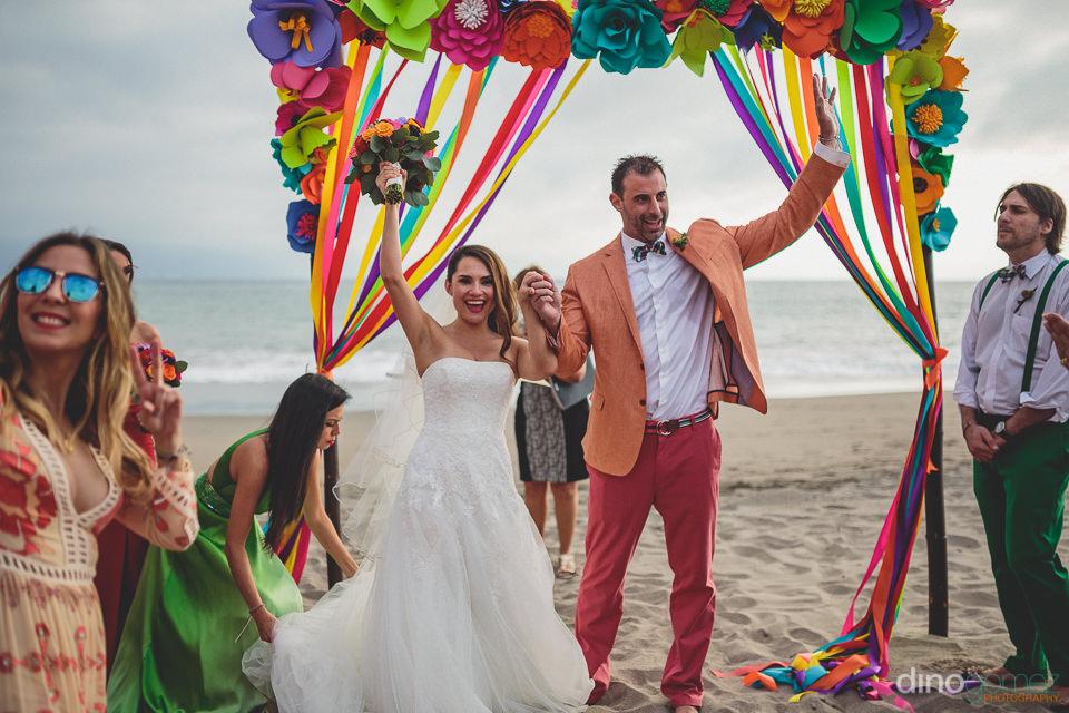 beach wedding in puerto vallarta photographed by dino gomez