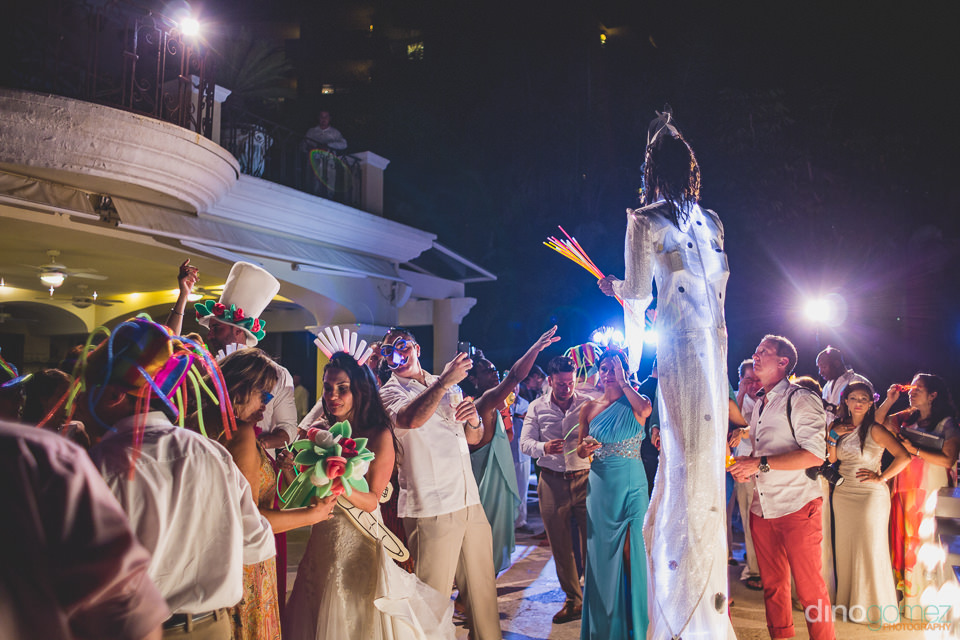 circus performers for destination wedding in mexico