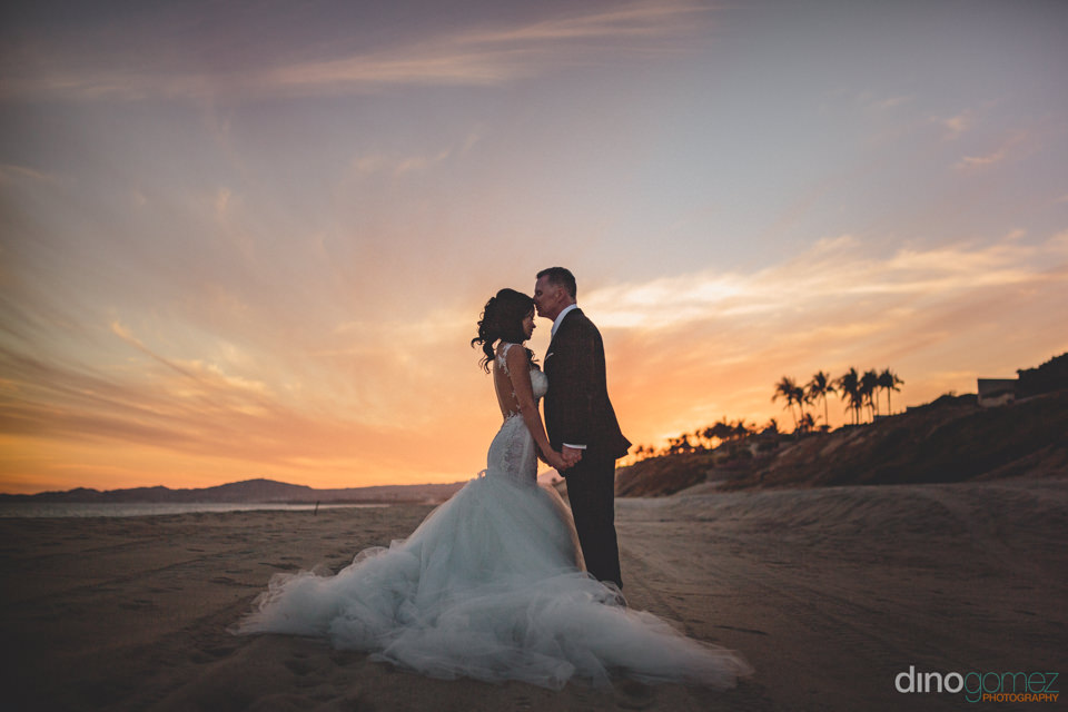 wedding photographer in cabo dino gomez sunset wedding photo