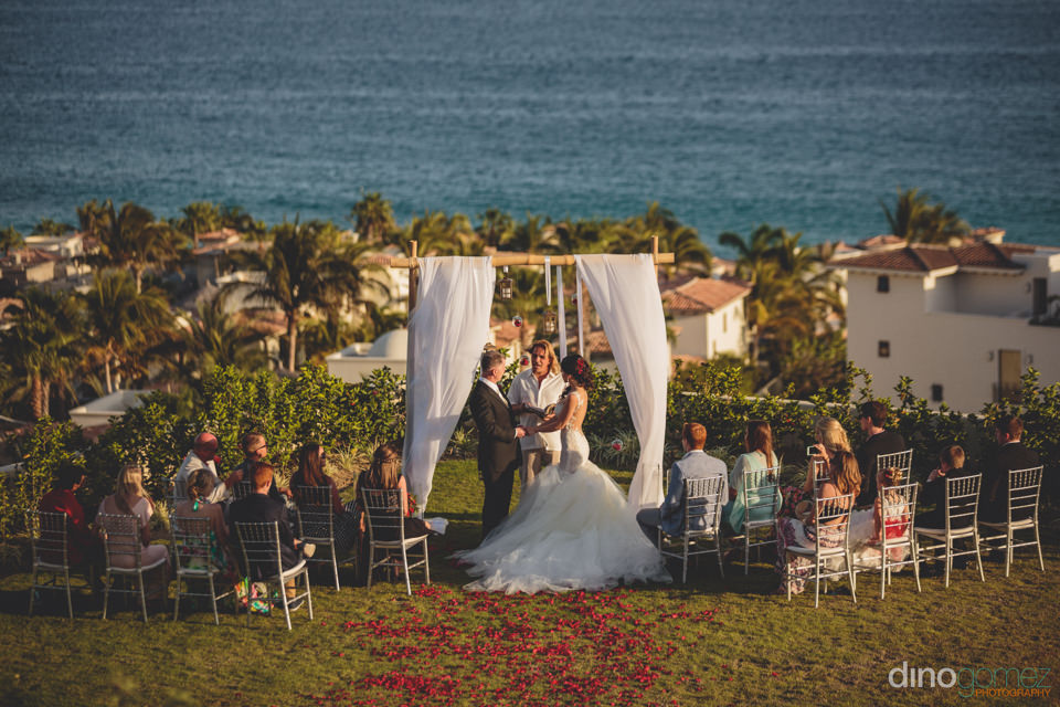 beachside wedding ceremony planned by momentos weddings and even