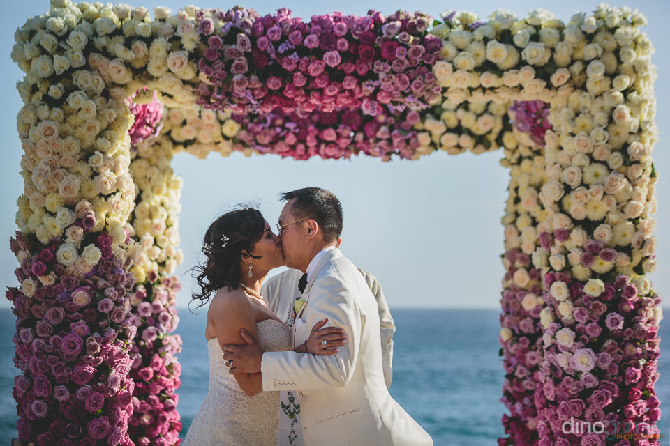 first kiss at the wedding altar in cabo