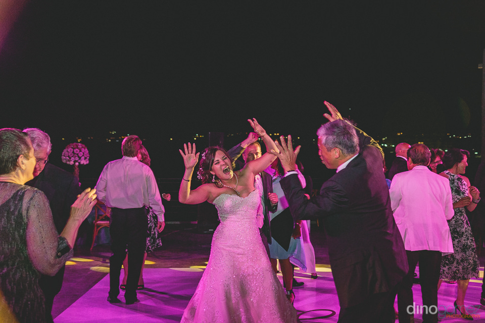 bride dancing with wedding guests in photo by best mexico photog