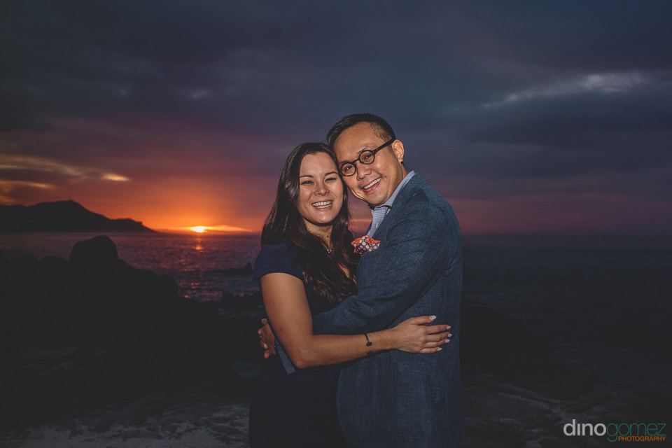 newlyweds at sunset in los cabos