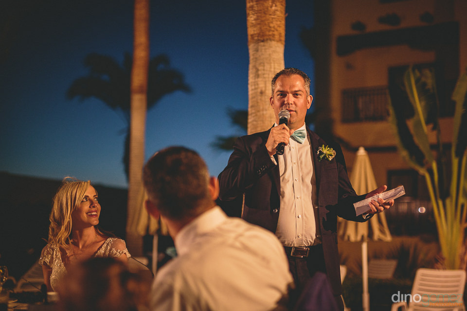 groom makes guests laugh with speech at wedding dinner