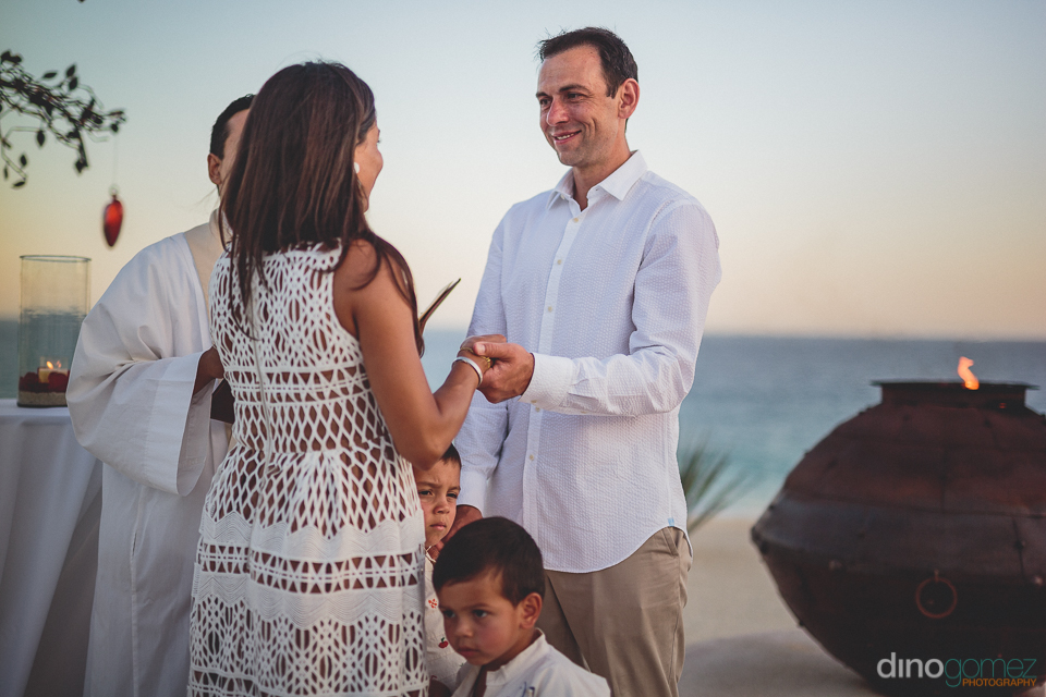 beachside vow renewal ceremony at the best all inclusive wedding