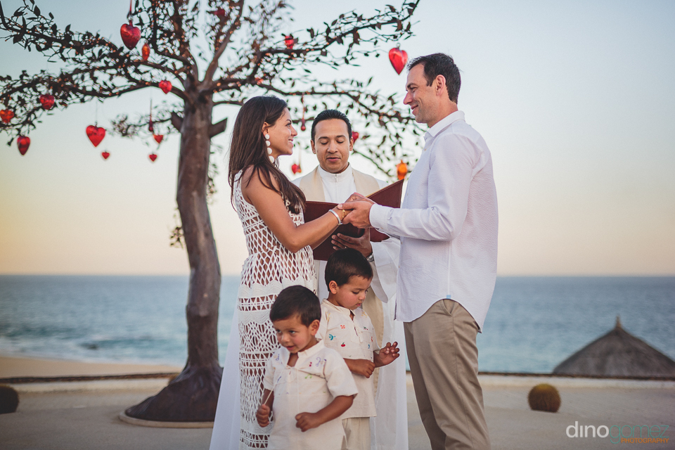 couple standing under tree of love at dreams los cabos best cabo