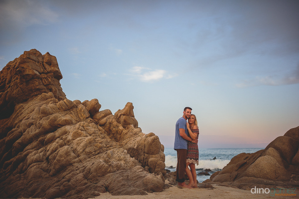 beach photo session for newlyweds on cabo beach by dino gomez