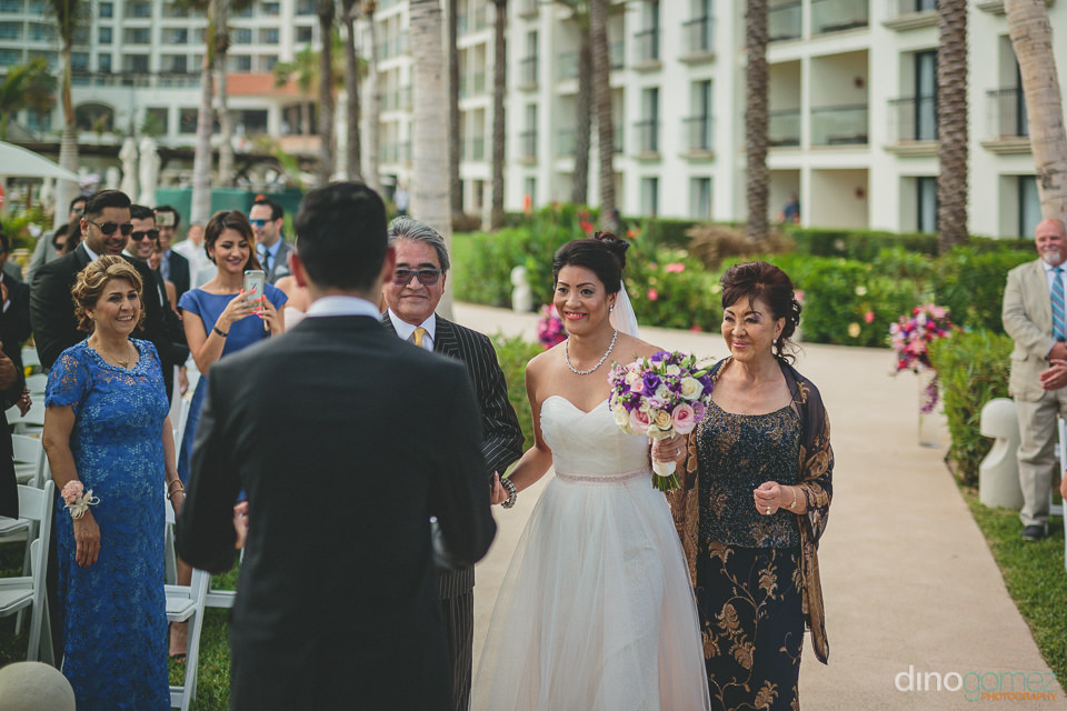 beachside wedding ceremony at hyatt ziva los cabos