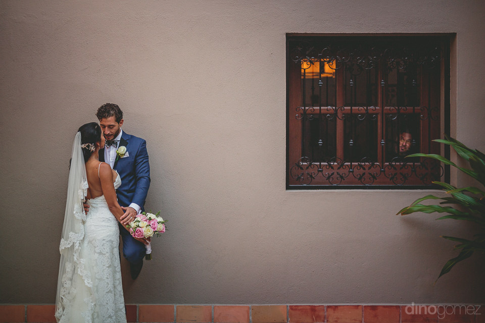 destination wedding photographer dino gomez newlyweds at mexican