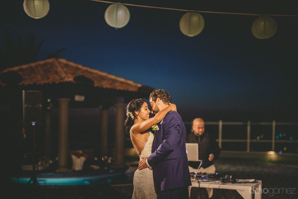 newlyweds first dance under starry cabo san lucas night sky roma
