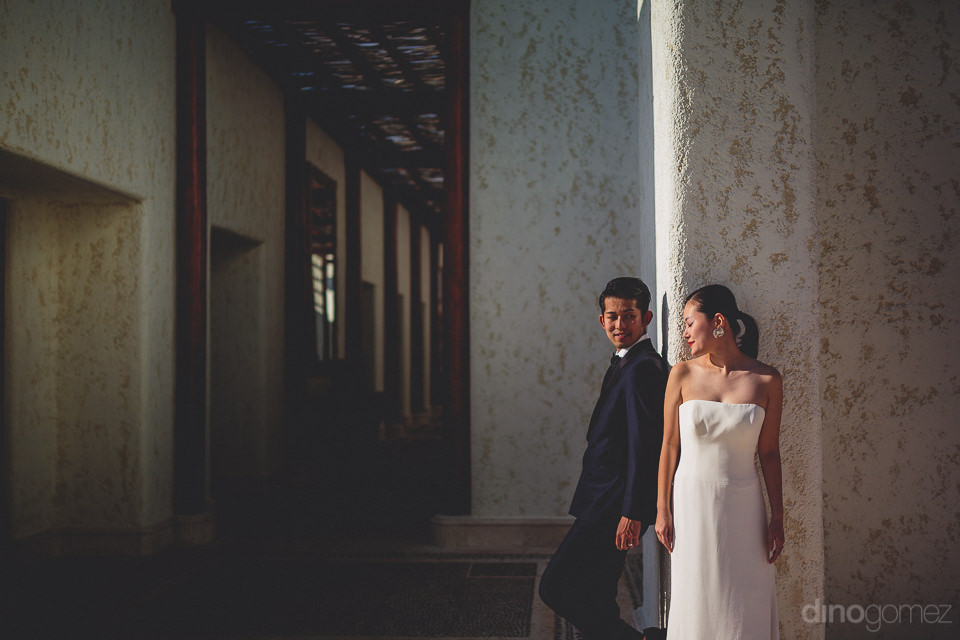 newlyweds in luxury mexican villa photo session with dino gomez