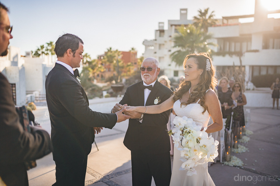 cabos best wedding photographer dino gomez wedding ceremony at l
