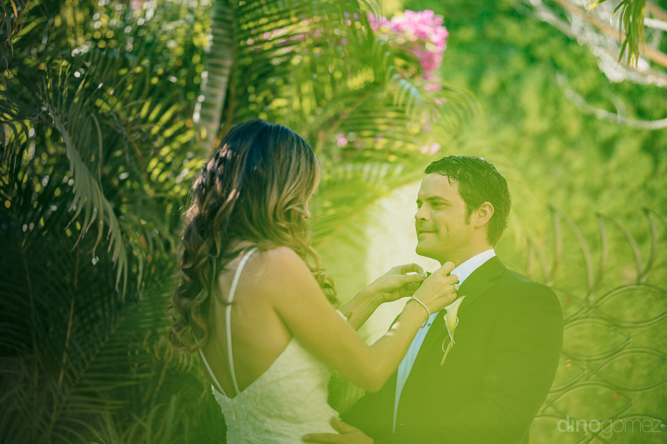 green lush tropical wedding photo of newlyweds in cabo