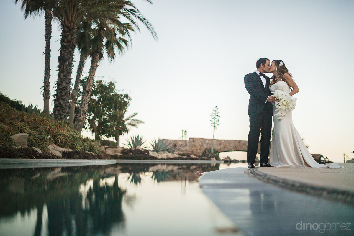 wedding photos of newlyweds at las ventanas al paraiso