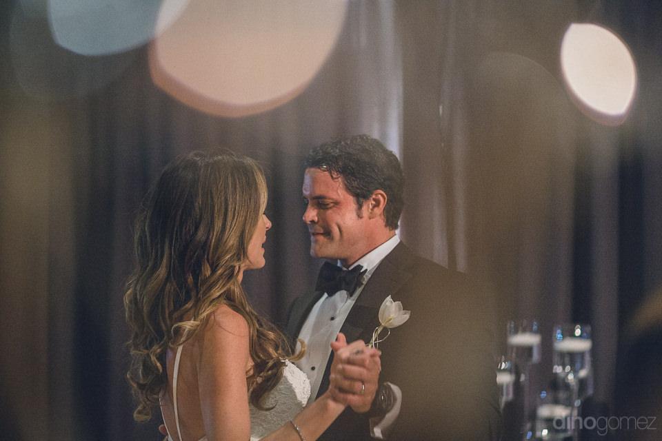 romantic dance newlyweds photo by cabos best wedding photographe