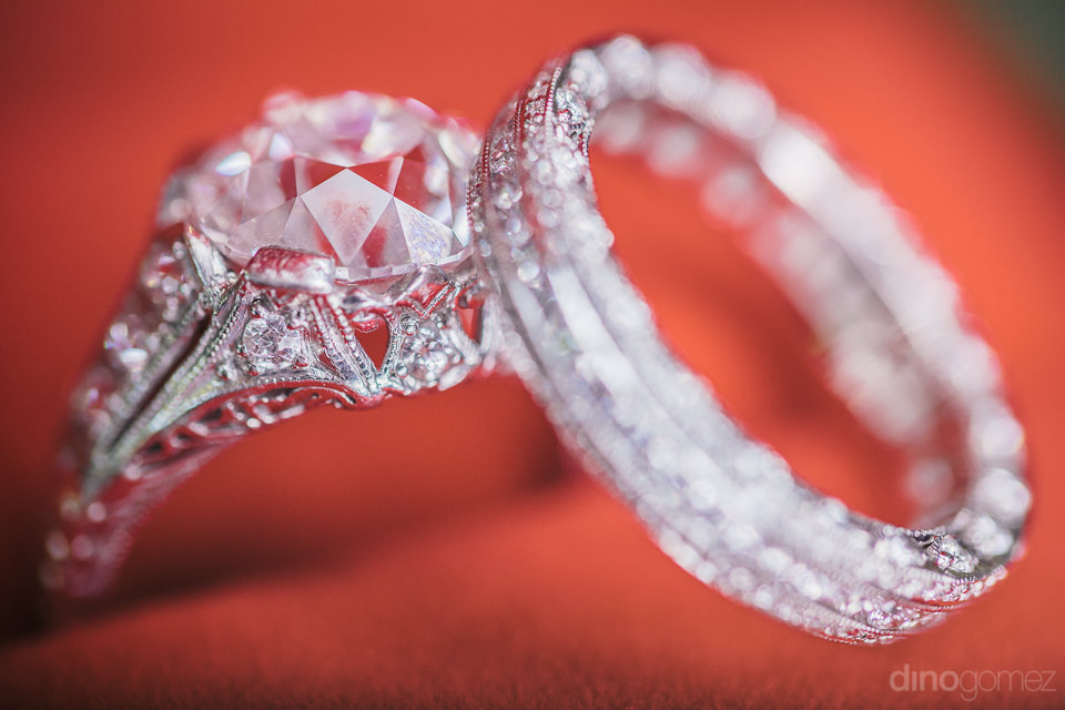 close-up photo of diamond wedding rings by cabo best photographe