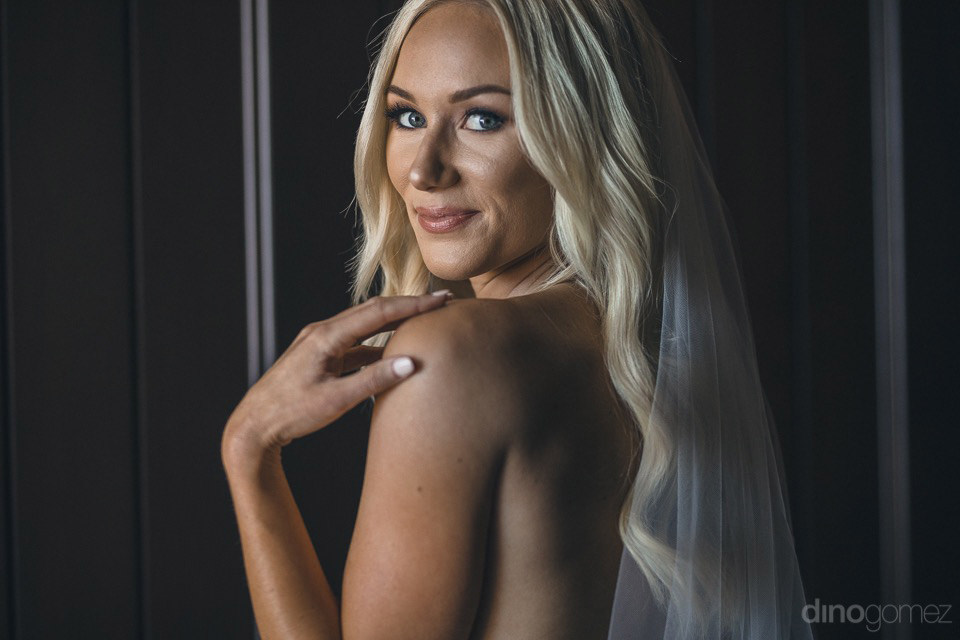 cabo photographer dino gomez photo of beautiful blonde bride in