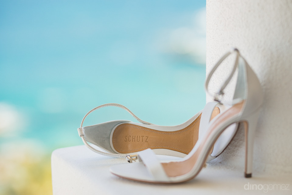 luxury designer white wedding shoes by schutz photo by dino gome