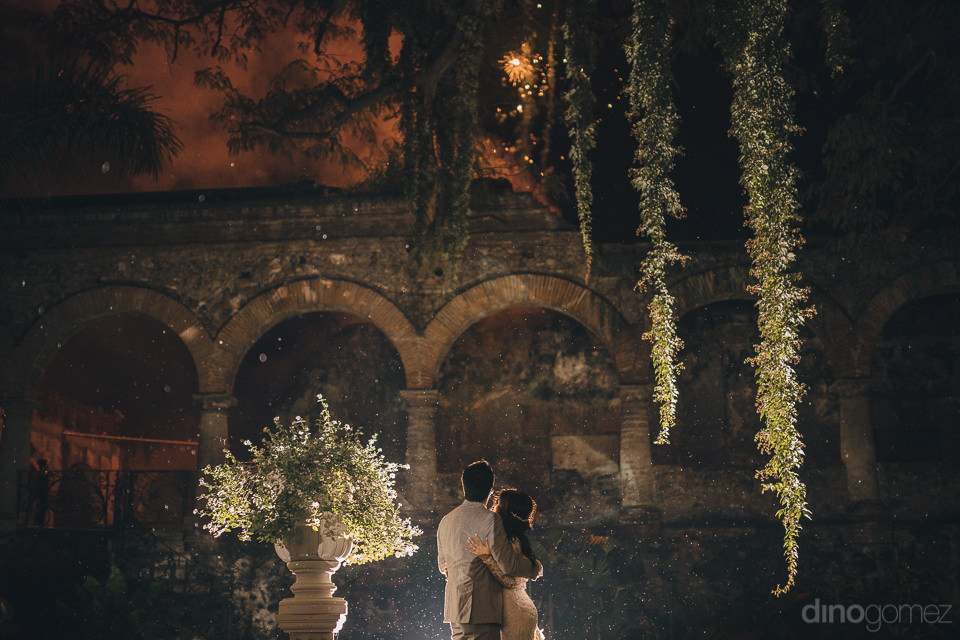 atmospheric artistic wedding photo of newlyweds at night by dino