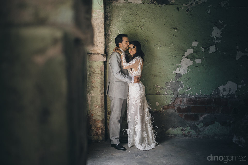 dino gomez mexico wedding photographer newlyweds in old hacienda