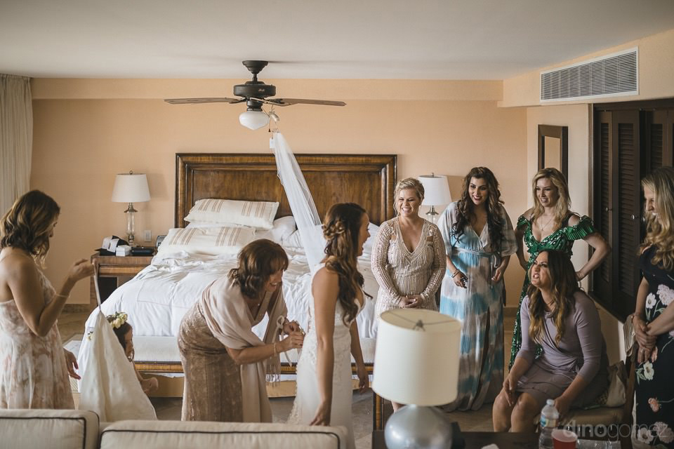 Brides bridal party in her room - Chiara & Jeremee