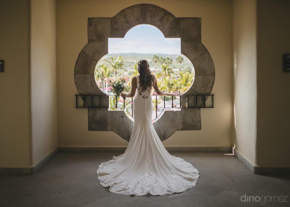 Bride back on a window - Chiara & Jeremee