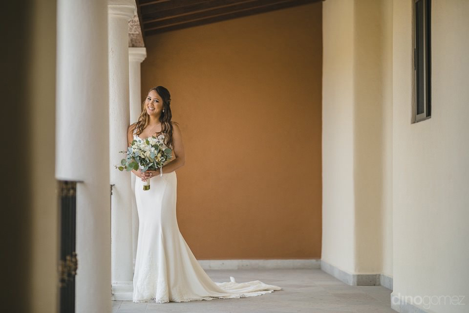 Right leaning against a column - Chiara & Jeremee