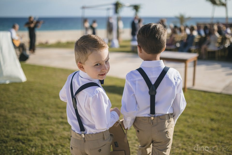Two ringbearers walking - Chiara & Jeremee