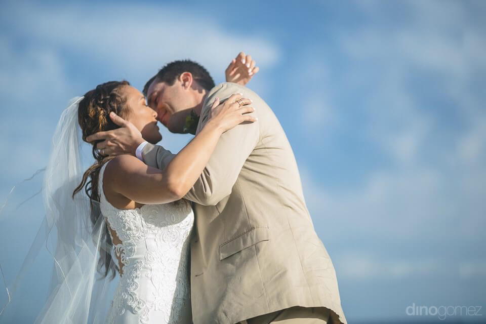 First kiss with with the bride and groom - Chiara & Jeremee