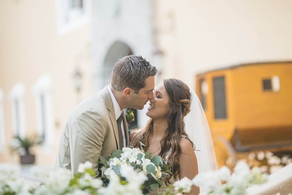 Bride and groom with chariot - Chiara & Jeremee